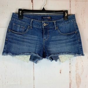 Levis Distressed Jean Shorts Crochet Size 9